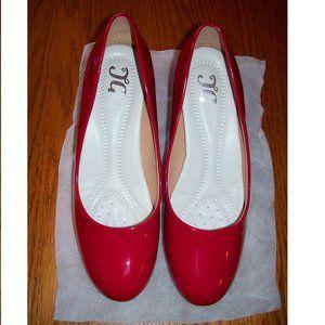 NIB Womens Size 9 Bright Shiny Red Pump Heel Shoes